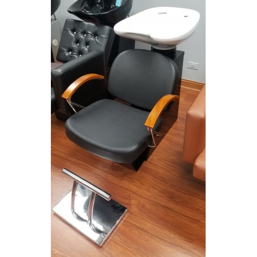 NEW Pibbs Samantha Backwash Sold As Is New With Metal Footrest